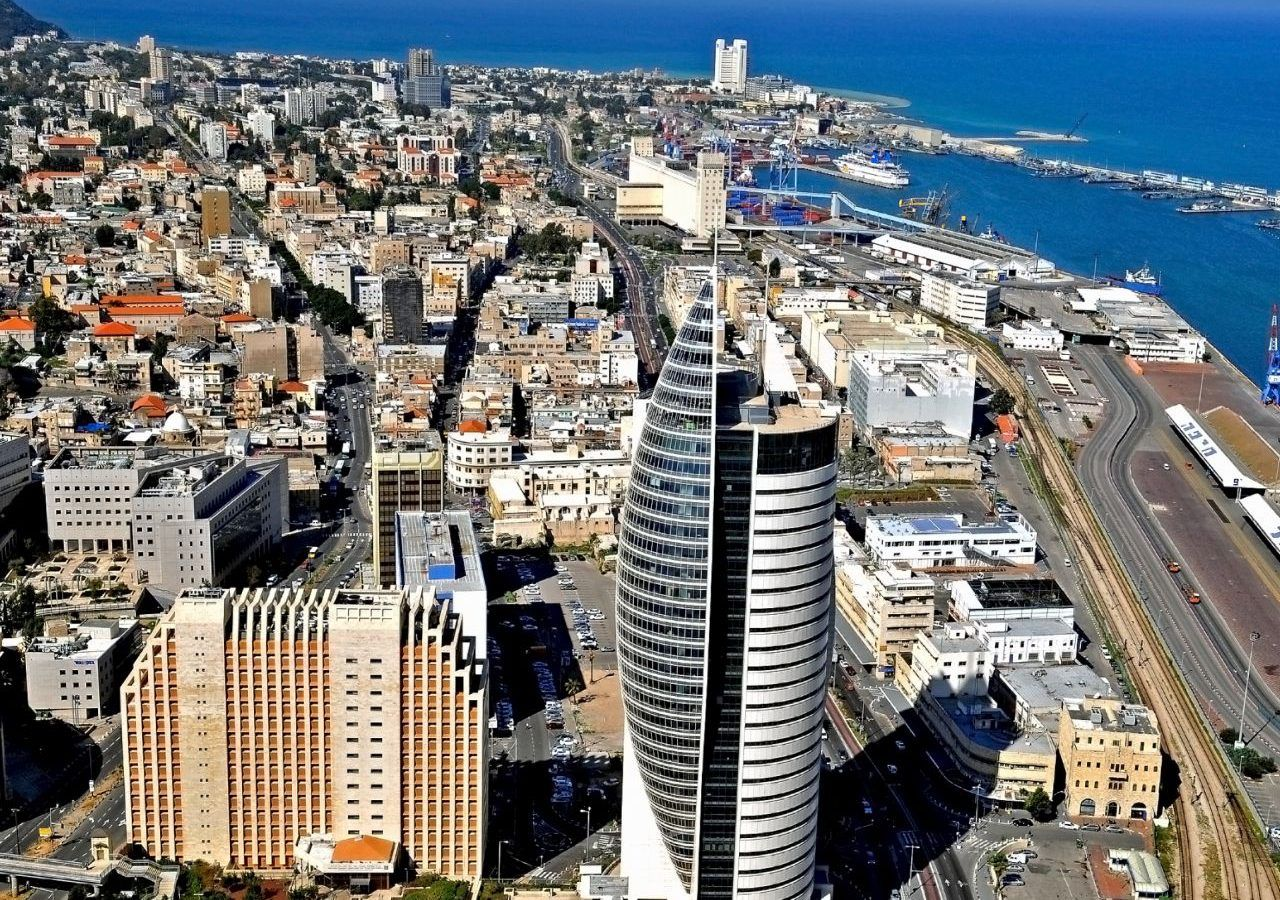 Downtown_Haifa_including_the_port_and_the_sail_tower